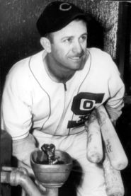 Tony_Cuccinello_(1945_White_Sox)_2